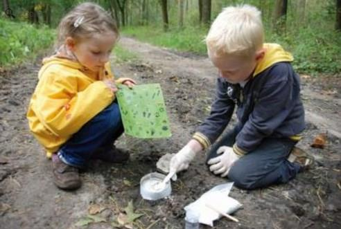Kid's Garden Discovery Box for Studying Animal Tracks